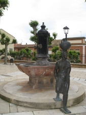 Plaza Fountain & Pilgrim Sculpture