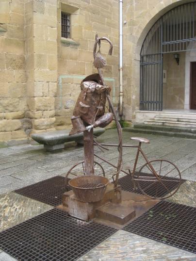 Abadia Cisterciense Pilgrim Sculpture
