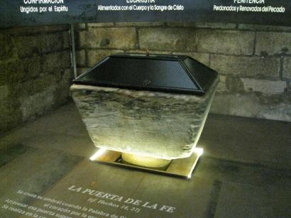 La Puerta de la Fe - Baptismal Font