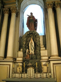 Altar and Sculpute of St. Catalina